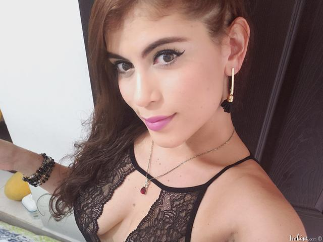 Watch Gina_loving live on cam at ImLive