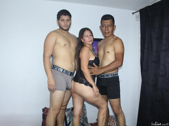 Watch CoupleHusbanAnLover live on cam at ImLive